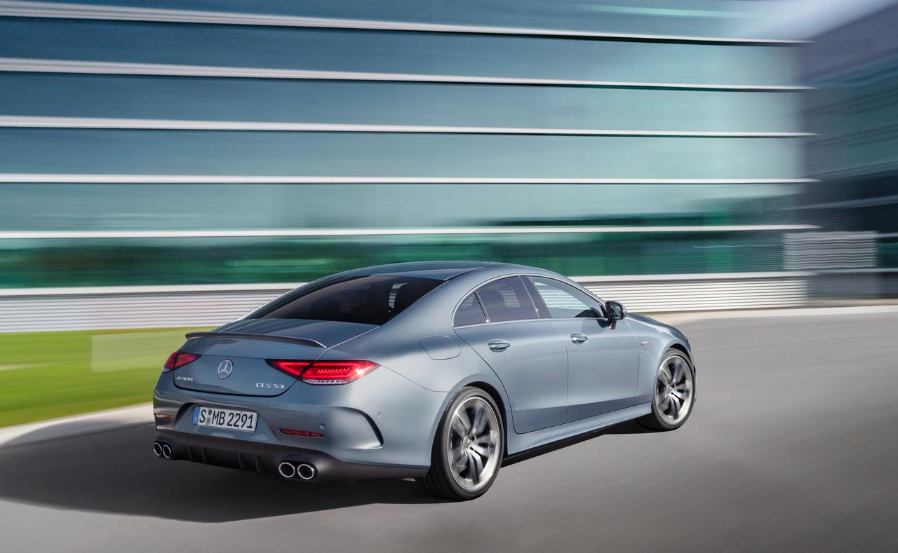 Mercedes-AMG CLS 53 4MATIC+ (Kraftstoffverbrauch kombiniert 9,0-8,7 l/100 km; CO2-Emissionen kombiniert 206-199 g/km); Exterieur: Côte d'Azur hellblau; Interieur: Nappaleder schwarz mit grauen Nähten, Lenkrad in Leder Nappa mit AMG Drive Unit;Kraftstoffverbrauch kombiniert 9,0-8,7 l/100 km; CO2-Emissionen kombiniert 206-199 g/km*<br /> Mercedes-AMG CLS 53 4MATIC+ (combined fuel consumption 9,0-8,7 l/100 km; combined CO2 emissions 206-199 g/km); exterior: Côte d'Azur light blue; interior: designo nappa leather black with grey stitching, steering wheel in nappa leather with AMG Drive Unit;Combined fuel consumption 9,0-8,7 l/100 km; combined CO2 emissions 206-199 g/km*