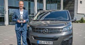 "Michael Lohscheller primio je nagradu ""Međunardni Kombi godine"" za novi Opel Vivaro-e"