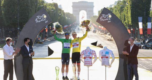 Pobedniku 108-og Tour de France-a uručen je pehar  od kristalnog stakla koji je delo ŠKODA Design  sektora