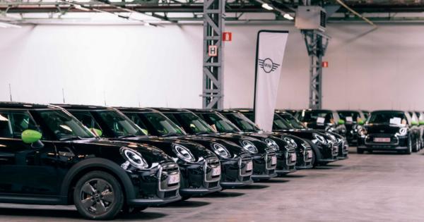 """Svakom četvrtom zaposlenom u kompaniji Deloitte u Belgiji kupljen je auto """"MINI Electric"""""""